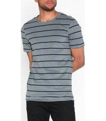 premium by jack & jones jprmatrick bla. tee ss crew neck pr t-shirts & linnen mörk grå