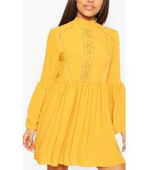 petite gehaakte gesmokte jurk, mosterd