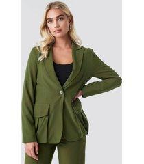 na-kd front pockets single button blazer - green