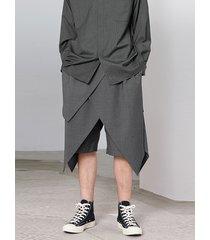 pantalones cortos de cintura elástica con dobladillo irregular de color sólido recortado para hombre