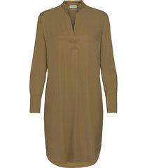 mabilla knälång klänning beige by malene birger