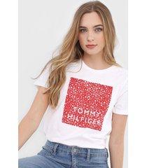 camiseta tommy hilfiger geomã©trica branca - branco - feminino - algodã£o - dafiti