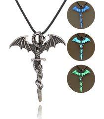 collana luminosa con pendente di dragone