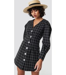 na-kd classic balloon sleeve big check blazer dress - black