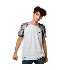 camiseta raglan salmáo folhas black white