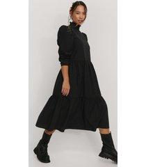 trendyol midiklänning med rynkad krage - black