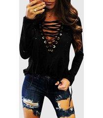 camiseta negra con escote en v y cordones en el frente hueco diseño