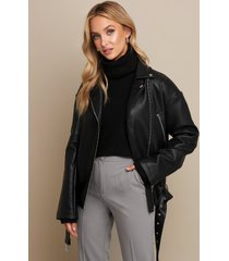 linn ahlborg x na-kd pu oversized jacket - black