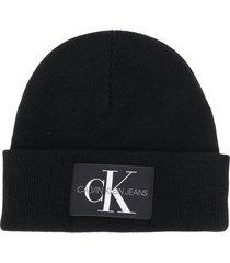 calvin klein jeans logo patch beanie hat - black