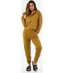 pantalón de mujer, silueta amplia tipo jogger, color mostaza