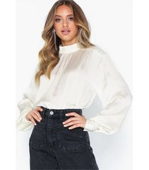 nly trend slouchy turtleneck blouse festblusar