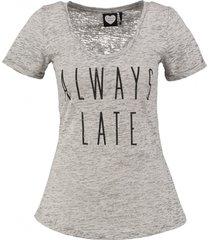 catwalk junkie zacht grijs t-shirt valt kleiner