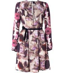 sukienka z wzorzystego materiału