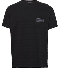 relaxed crewneck tee in structured stripe pattern t-shirts short-sleeved svart scotch & soda