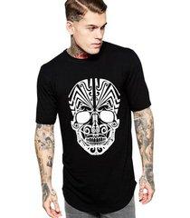 camiseta criativa urbana long line oversized caveira tribal