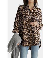 camicetta asimmetrica da donna con colletto alla coreana stampato leopardato