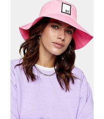 pink badge bucket hat - pink