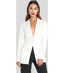 chloé b x na-kd shiny fitted blazer - white