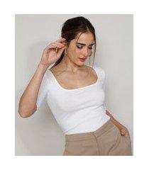 blusa feminina mindset canelada com frufru manga curta decote reto off white