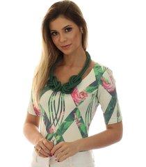 blusa ficalinda meia manga geométrica verde com flores decote redondo