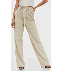 nly trend loose paperbag pants byxor