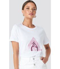 na-kd trend triangle hands tee - white