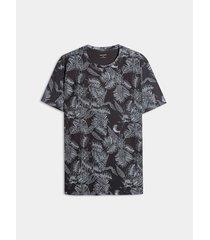 camiseta estampado hojas
