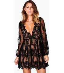boutique kanten skater jurk met laag decolleté, zwart