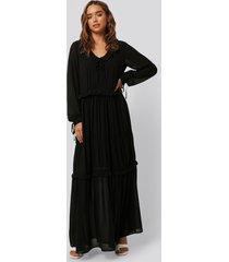 na-kd boho multi frill flowy dress - black