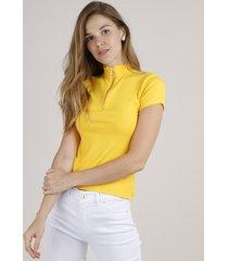 blusa feminina canelada com zíper de argola manga curta gola alta amarela