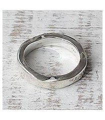 sterling silver band ring, 'curvy sophistication' (india)