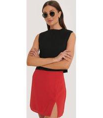na-kd kort kjol med slits - red