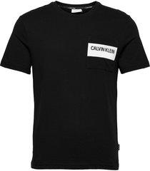 bold stripe pocket t-shirt t-shirts short-sleeved svart calvin klein