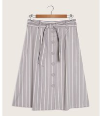 falda estampada con cinturón y botones