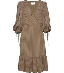 sheer ruffled wrap dress knälång klänning beige designers, remix