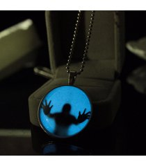 collana luminosa di lega con figura thriller