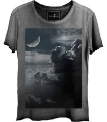 camiseta estonada skull lab clouds corte a fio cinza grafite - kanui