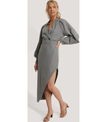 na-kd classic maxi tailored asymmetric skirt - grey