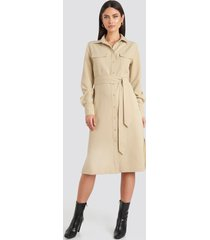 na-kd classic belted long shirt dress - beige