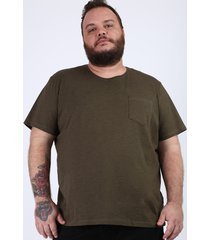camiseta masculina plus size com bolso manga curta gola careca verde militar