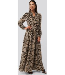 na-kd trend maxi frill sheer dress - multicolor