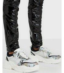 glamorous glamorous snake sneakers low top