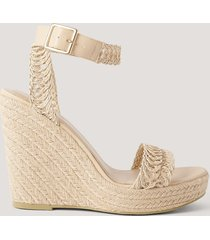 na-kd shoes låga sandaler med remmar och sula i jute - beige