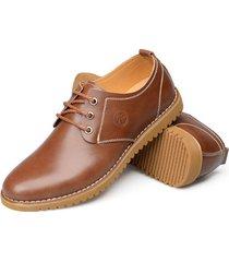 il puro colore di cuoio casuale degli uomini di grandi dimensioni merletta le scarpe da tennis piane di oxford