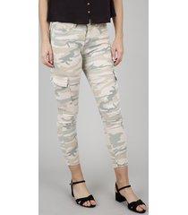 calça de sarja feminina skinny cargo estampada camuflada bege