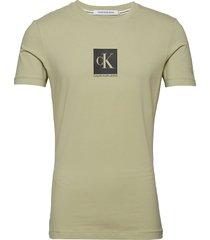 center monogram box slim tee t-shirts short-sleeved grön calvin klein jeans