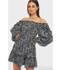 ax paris puff sleeve flounce dress klänningar