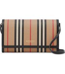 burberry icon stripe crossbody wallet - neutrals
