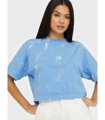 calvin klein jeans lava dye cropped tee t-shirts