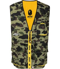 a bathing ape® camouflage-print reversible vest - green
